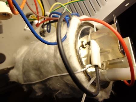 снимаем второй силовой провод питания нагревательного бака.jpg